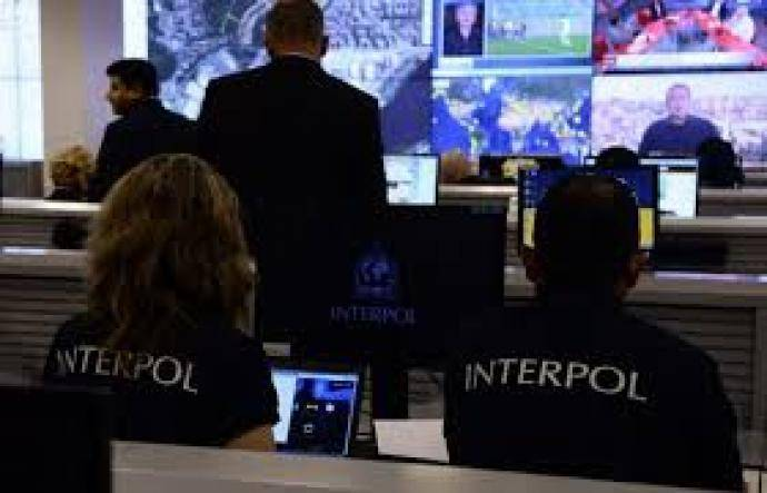 interpol-arrestation-newstrotteur