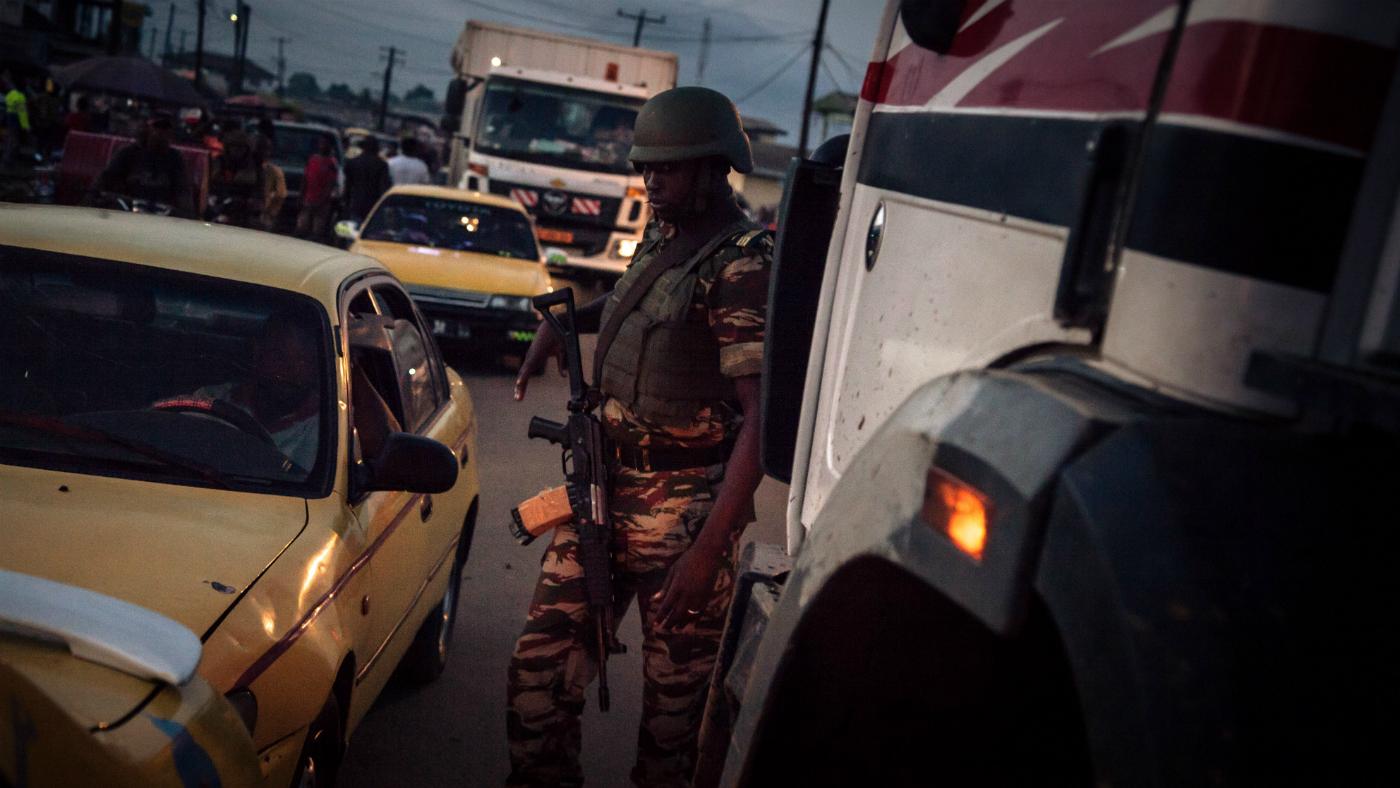 <pre>L'armée camerounaise 'incendie les villages' alors que le conflit séparatiste s'intensifie
