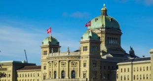 Le gouvernement suisse s'emploie à supprimer les obstacles juridiques au développement de la blockchain Swiss parliament 310x165